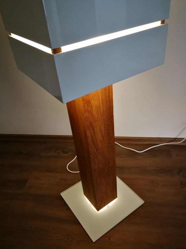 Sloupová lampa - bílá lesk